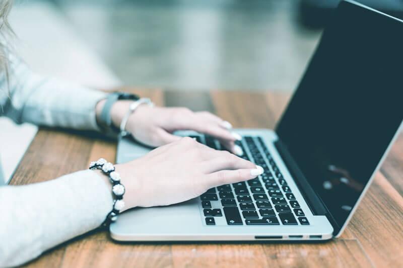 WEBデザインやプログラミングが学べるオンラインスクール『CodeCamp(コードキャンプ)』がとっても便利のアイキャッチ画像