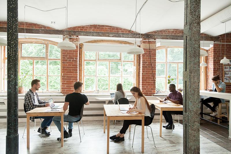 【法人化】コワーキングスペースを会社のオフィスにして登記するメリット・デメリットのアイキャッチ画像